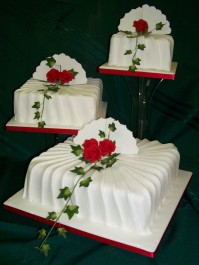 3-Tier Ivy and Red Roses