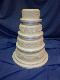 4-Tier Hand-Piped Design