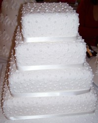 4-Tier Ivory Dots Design
