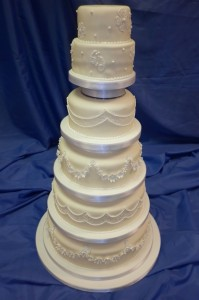 6-Tier Hand-Piped Design