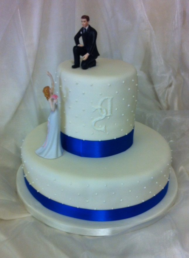 Elegant Couple wedding cake