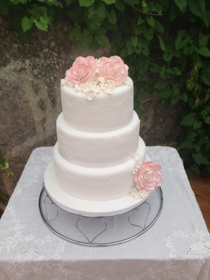 Pink roses and lace wedding cake